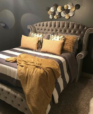 Queen bed frame for Sale in Fort Lauderdale, FL