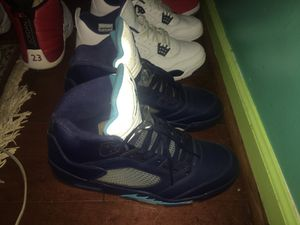 VNDS Nike Air Jordan Retro 5 pre grape (hornets) size 13.5 for Sale in Falls Church, VA