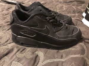 Boys Nike Air max size 1 for Sale in Mount Oliver, PA