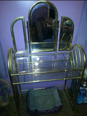 Vanity and Chair for Sale in Quincy, IL