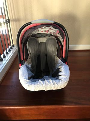 Graco Infant Car Seat with 2 ClickConnect Bases for Sale in Portland, OR