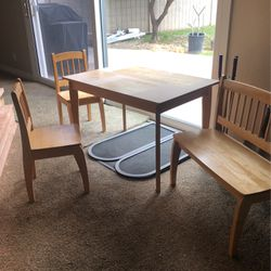 Kids Kraft Table and Chair Set for Sale in Huntington Beach,  CA