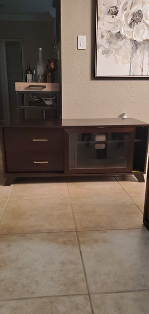 Tv stand like new for Sale in Miami, FL