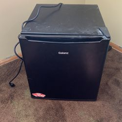 Galant Mini Fridge for Sale in Cleveland,  OH