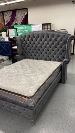 Furniture mattress- queen grey tufted bed frame for Sale in McClellan Park, CA