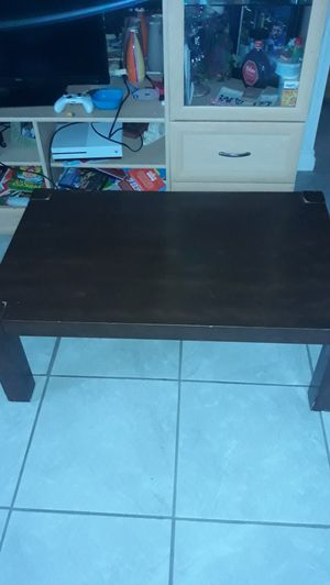 Coffe table and 2 sides tables for Sale in Hemet, CA