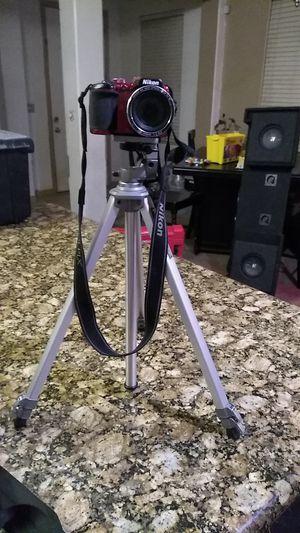 Nikon camera w tripod for Sale in Fresno, CA