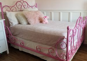 Pottery Barn Pink Bed for Sale in Phoenix, AZ