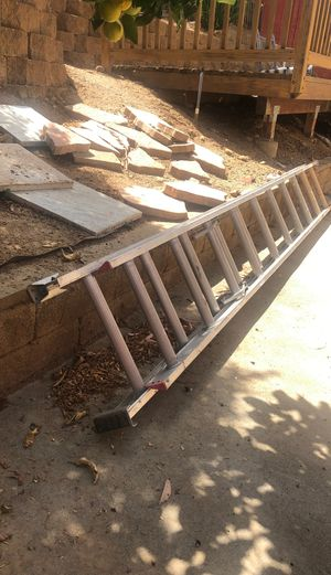 20ft Aluminum Extension Ladder for Sale in Escondido, CA