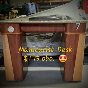 Manicurist Desk for Sale in Las Vegas, NV