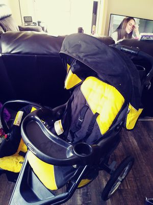Graco tricycle stroller and car seat for Sale in Denver, CO