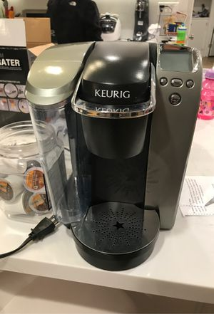 Keurig coffee maker with 9 pods for Sale in Walnut, CA