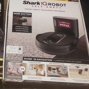Shark iQ Robot Self Empty Model #R100S for Sale in Houston, TX