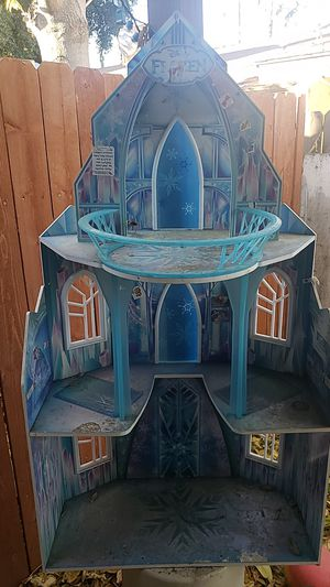 Frozen wooden doll house for Sale in Hemet, CA
