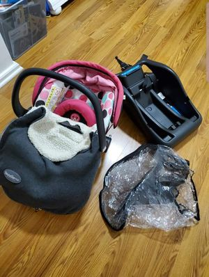 Car seat and accesories for Sale in Bridgeport, CT