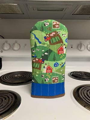 New Red Barn Farm w/ Farm Animals & Tractor Oven Mitt for Sale in Colorado Springs, CO