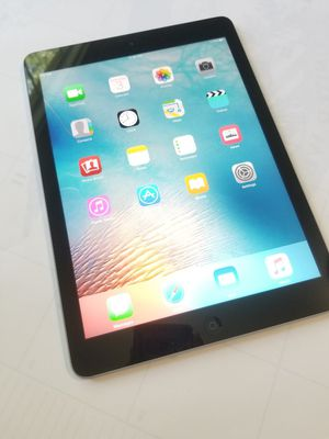 iPad Air , UNLOCKED , Usable with Wi-Fi and all Company carrier Cellular for Sale in Springfield, VA