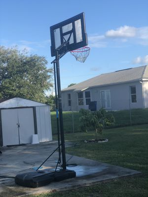 Basketball hoop for Sale in Lehigh Acres, FL
