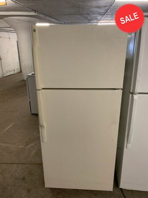 🌟🌟Top Freezer Refrigerator Fridge GE With Icemaker #1370🌟🌟 for Sale in Jessup, MD