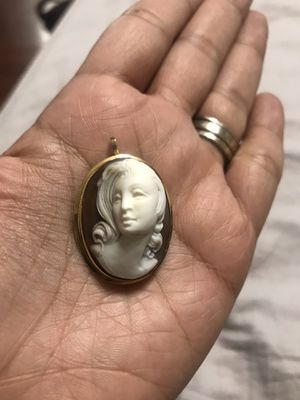 Vintage 18k Yellow Gold Cameo Brooch Pendant for Sale in Everman, TX