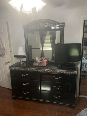 Black & silver ashley bedroom furniture set !!! for Sale in Howell Township, NJ