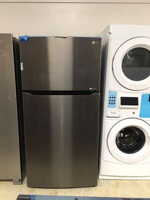 """New refrigerator top freezer LG black stainless steel w33"""" top ice maker for Sale in Industry, CA"""