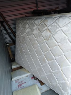 Queen mattress and boxspring for Sale in Kissimmee, FL