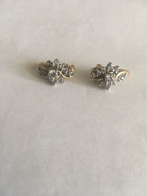14K Yellow Gold 1.1 Carats Diamonds Cluster Earrings . Retail $1900 for Sale in Las Vegas, NV