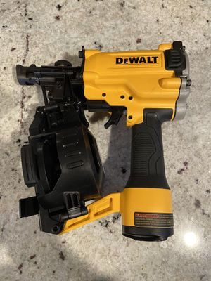 Dewalt DW45RN roofing nailer for Sale in Tacoma, WA