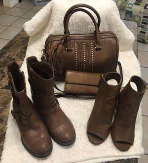 Bolsa , botas , zapatos y cartera color café for Sale in Houston, TX