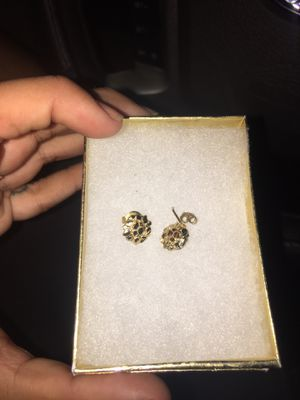 REAL 10k gold nugget cookies earring for Sale in Clovis, CA