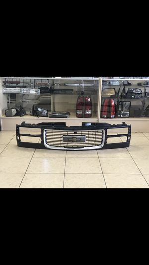 Looking for this front grille 88-98 for Sale in Harvey, IL