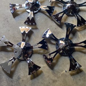 Here's a close-up of the spinners like I said they're in good condition serious people only for Sale in Fresno, CA
