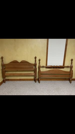 Solid Wood Bed (Full) for Sale in Hollins, VA
