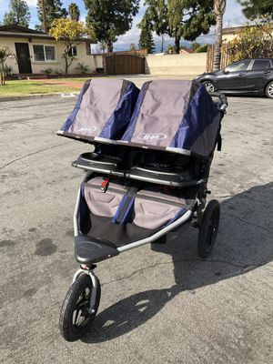 BOB revolution duallie double stroller in great condition asking $300 obo for Sale in Covina, CA