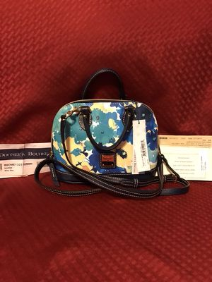 Authentic Dooney and Bourke bitsy bag for Sale in Sparrows Point, MD