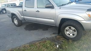 2015 Toyota Tacoma silver for Sale in Nicholasville, KY