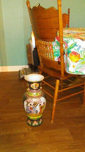 Beautiful Asian Vase for Sale in San Diego, CA