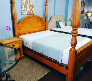 Queen-size Casper hybrid memory foam mattress and boxspring with a wood post bed frame set for Sale in Tampa, FL