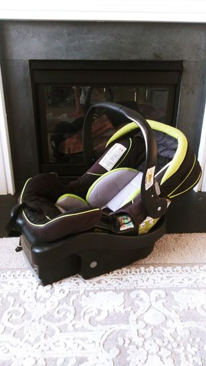 Eddie Bauer car seat infant with base for Sale in Monroe, NC