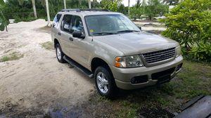 2005 Ford explorer Xlt for Sale in Miami, FL