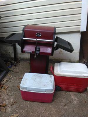 Brinkman electric grill +2 coolers+tool bag for Sale in Atlanta, GA