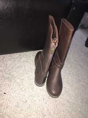 Girls size 4 mid calf boots for Sale in Fort Mill, SC