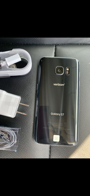 Samsung Galaxy S7 - just like new, factory unlocked, clean IMEI for Sale in Springfield, VA