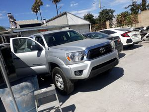 Toyota Tacoma 2013 excellent condition inside and out for Sale in Los Angeles, CA