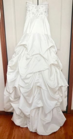Sweetheart neckline wedding dress sz 2... for Sale in Orland Park, IL