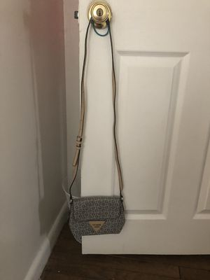 Guess crossbody purse for Sale in Sudley Springs, VA