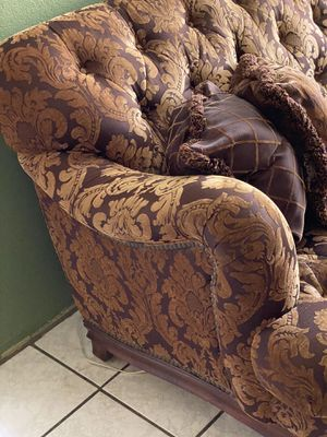 1 couch 2 large chairs 2 side tables 1 coffee table for Sale in Pico Rivera, CA