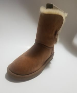 UGG Women's Bailey Button II Winter Boot, Chestnut, Size 9.0 for Sale in Parlier, CA
