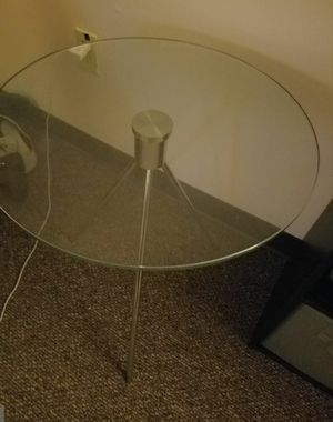 1 Circle glass end table for Sale in Mount Hope, KS